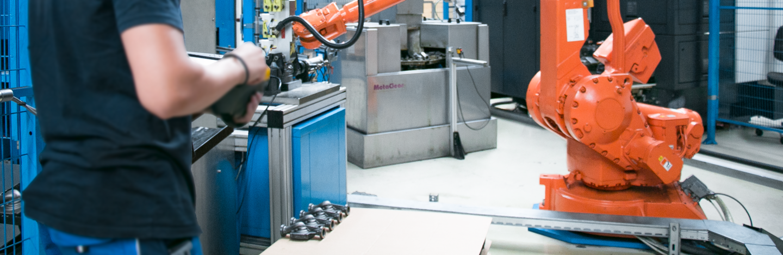 Roboter Gehäuseerarbeitung